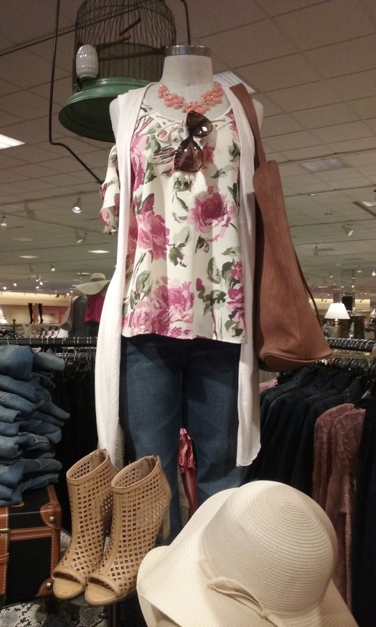 Skinny jeans are always in style-- they look great on everyone with anything. This floral cold-shoulder tank and cream vest/sweater is perfect for a weekend day full of shopping with your friends.